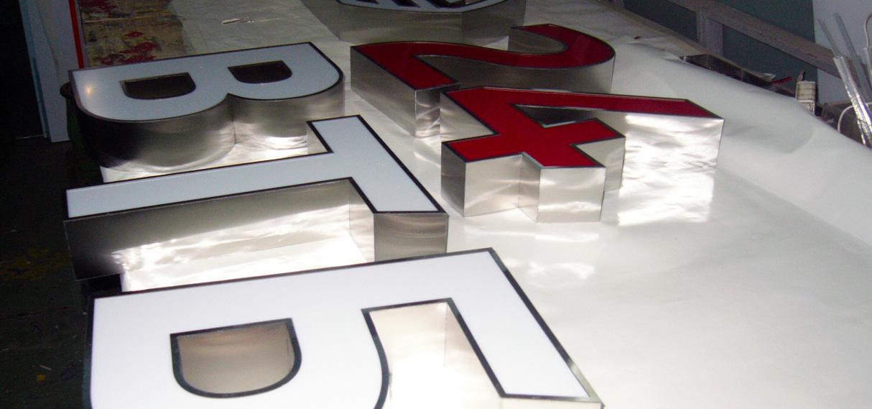 объемные-металлические-буквы-ВТБ-воронеж